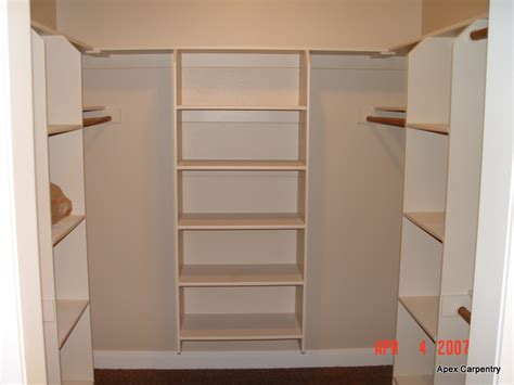 tips for choosing the material of shelves for closet