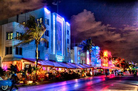 36 best images about the miami south beach look on ocean drive at night in miami s south beach florida fun