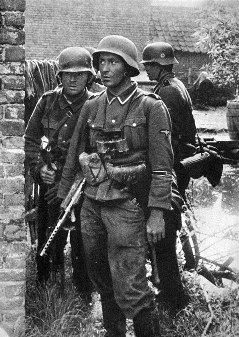 wwii german ss soldiers german soldiers during world war ii military pinterest