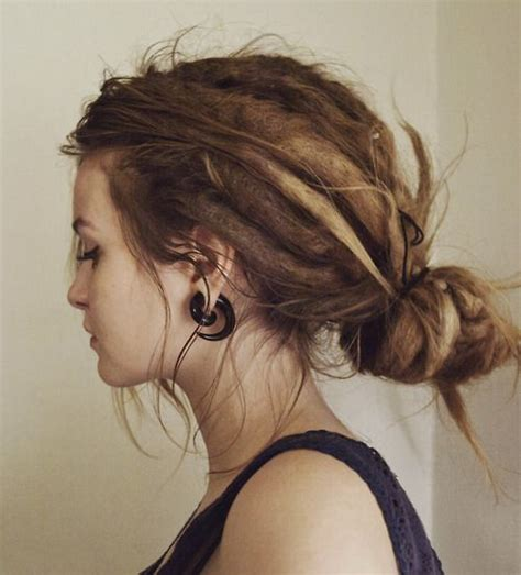 how to pin back hair on older women dreads dreadlocks and haar m 228 dchen on pinterest