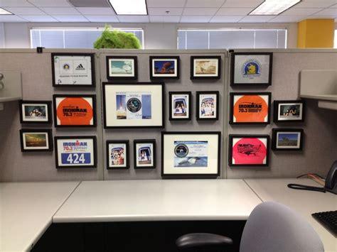 cubicle life pt 2 cubicle decor ethan emilie 29 unique decorating office cubicle walls yvotube com