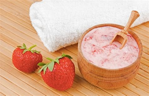 Masker Images Strawberry Fruit Mask Masker Buah Images diy yogurt oat fruit honey mask faithgirlz
