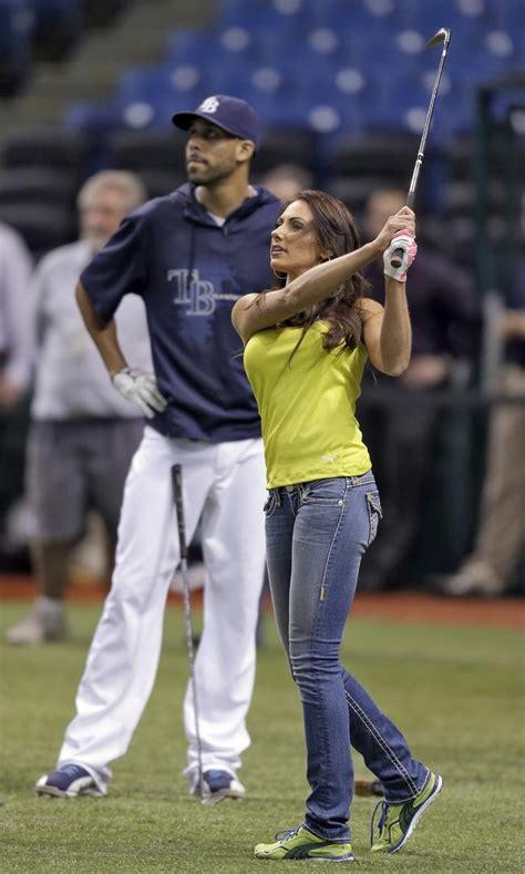 Pics Golfer Holly Sonders Plays Baseball Indiatimes Com