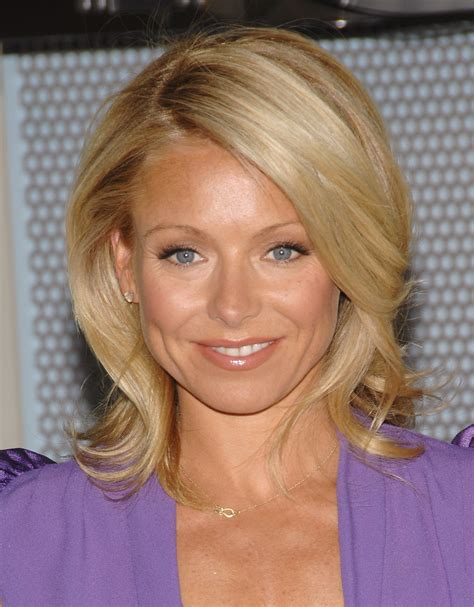 kelly ripa current hairstyle celebrity hairstyles kelly ripa popular haircuts