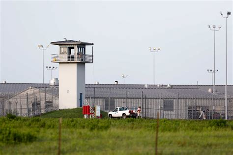prison officials to begin 1 000 inmate transfers to
