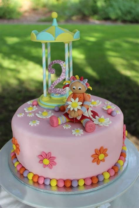 Upsy Daisy Cake By Seven Little Wishes Pinned Off Facebook In The Garden Cake Ideas