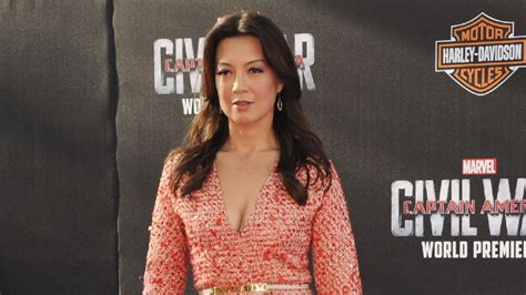 ming na wen workout mulan star upset with scarlett johansson s casting in