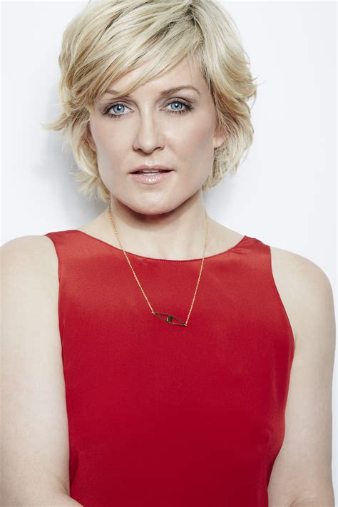 lindas hairstyle on blue bloods pics for gt amy carlson blue bloods hairstyle