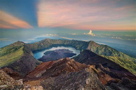 gunung rinjani trekking  mount rinjani  indonesia