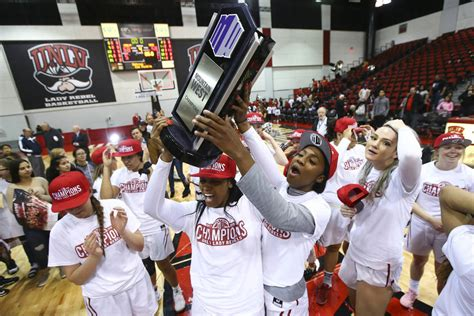 lady rebels win share   mountain west title las vegas review journal