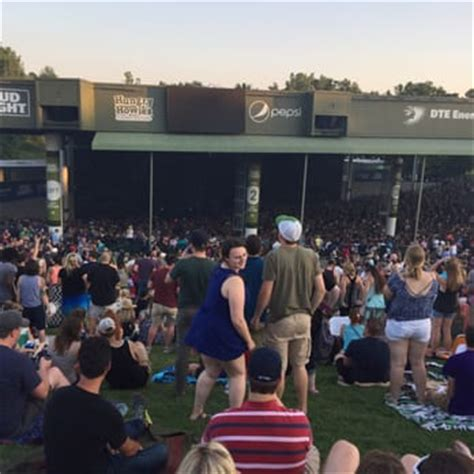 dte lawn seats dte energy theatre check availability 101 photos