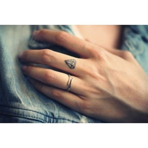 diamond tattoo on finger finger diamant
