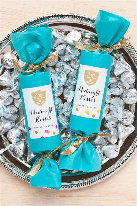 new year favors ideas new year s favor midnight kisses craft diy