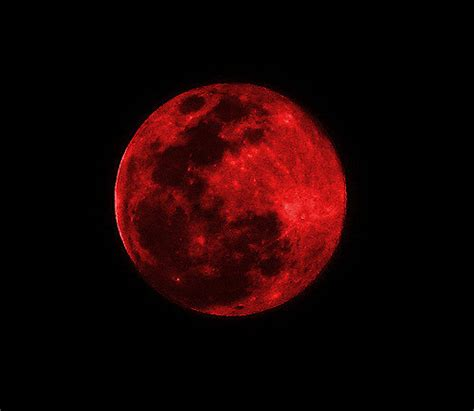 imagenes de lunas rojas red moon suspended in space assailed impaled by