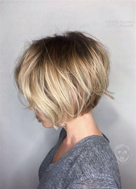 Blond Pagefrisyr by Aveda Wavy Bob Hair Wave Medium