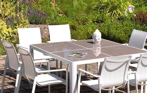 table  chaises de jardin taupe  blanc en aluminium  verre