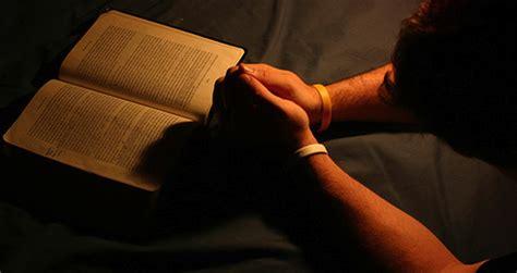 orando la biblia 1433691884 s 233 versado y experimentado