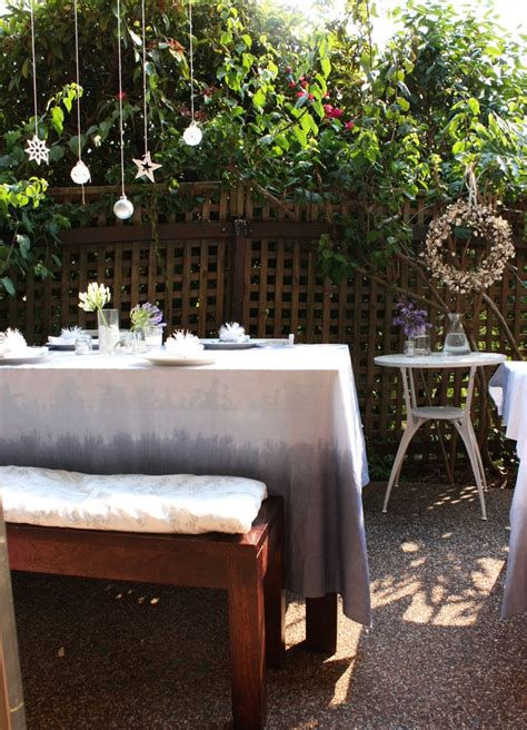 outdoor table setting 18 beautiful outdoor christmas table settings digsdigs