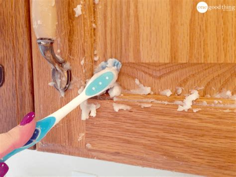 What To Use To Clean Wood Kitchen Cabinets How To Clean Grimy Kitchen Cabinets With 2 Ingredients One Thing By Jillee