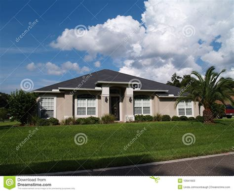 one story one story florida stucco home stock photos image 10941663