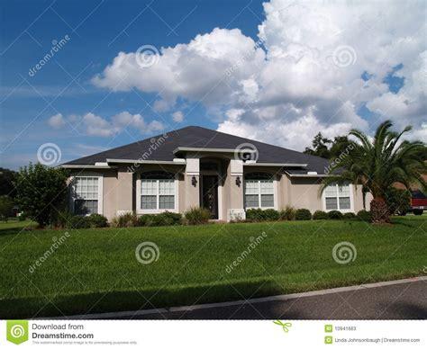 One Story Florida Stucco Home Stock Photos   Image: 10941663