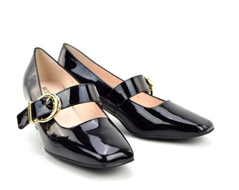 the lola in black patent leather 60s style