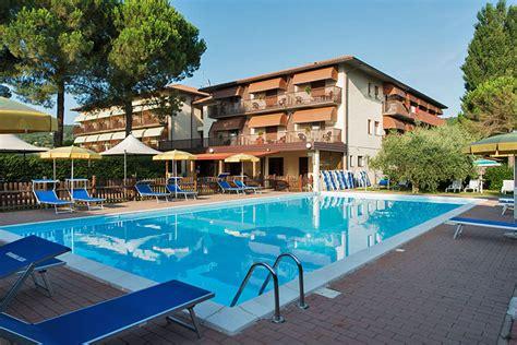 vacanze last minute agosto lago trasimeno vacanze umbria offerte hotel agriturismo
