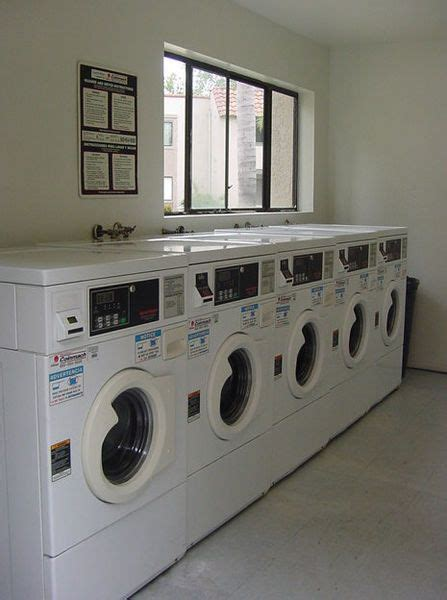 Closet Laundry Mat by Best 25 Vending Machine Business Ideas On