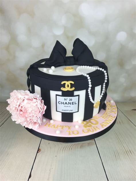 Happy 50th Birthday Chanel Shoes by Best 25 Chanel Birthday Cake Ideas On Chanel