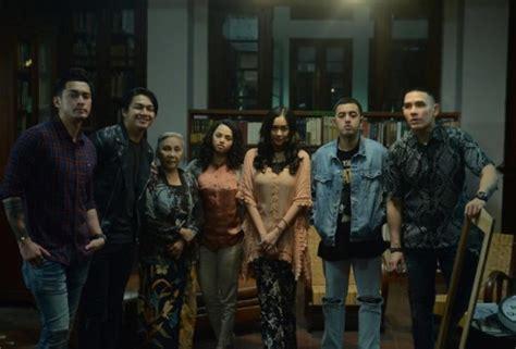 film tersedih tentang keluarga 9 fakta tentang keluarga tak kasat mata film mistis yang