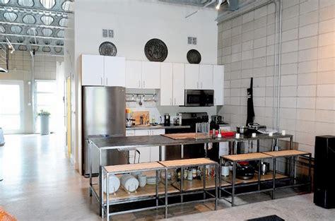 Decoracion Industrial Vintage #5: Decoracion-industrial-cocina-bancos-mesa-acero.jpeg