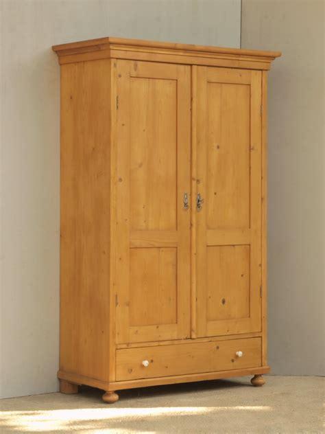 alter kleiderschrank alter antiker 2t 252 riger kleiderschrank bauernm 246 bel massivholz