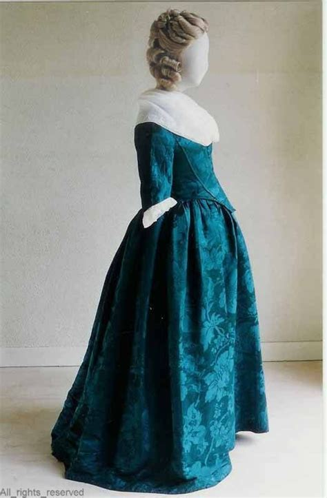 flower pattern robe robe 224 l anglaise the netherlands 1780 1795 blue silk