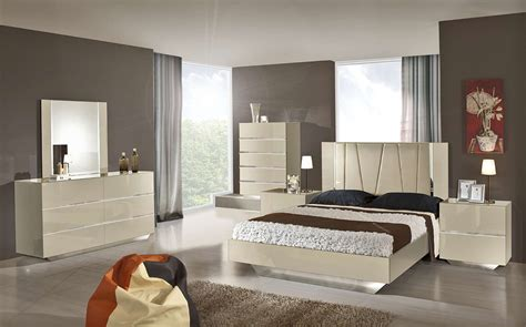 modern italian bedroom set luxor modern beige lacquer italian bedroom set