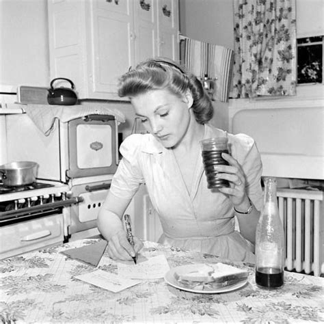 50s housewife 29 best 1950 s images on pinterest 1950s housewife