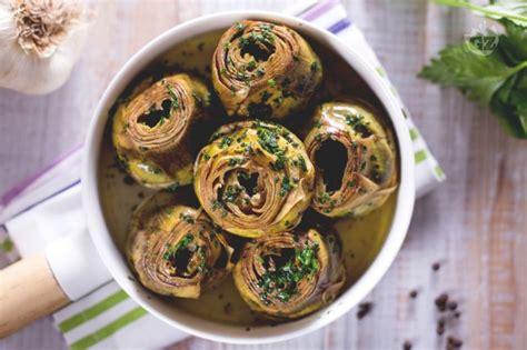 come cucinare i carciofi in padella ricetta carciofi in padella la ricetta di giallozafferano