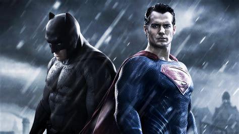Tenda Terowongan Superman Batman 1 is this our look at superman s black suit from justice league nerdist