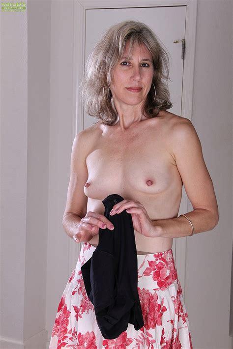 Mature Lady Olive Jones Flaunt Her Naked Body MILF Fox