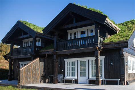 Post and beam houses   Log and timber frame house