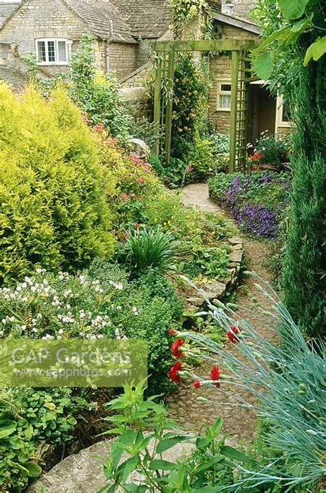 Garden Arch Narrow Gap Gardens Narrow City Garden With Shrub Border Wooden