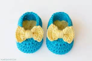 yellow bow easy crochet baby booties favecrafts com