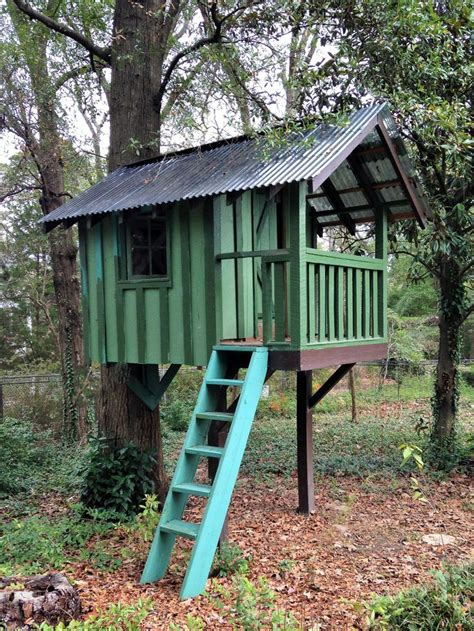 simple backyard tree houses 37 diy tree house plans that dreamers can actually build