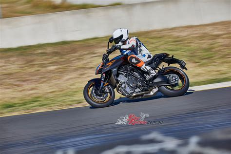 Ktm 1290 Duke R Review Review 2017 Ktm 1290 Duke R Bike Review