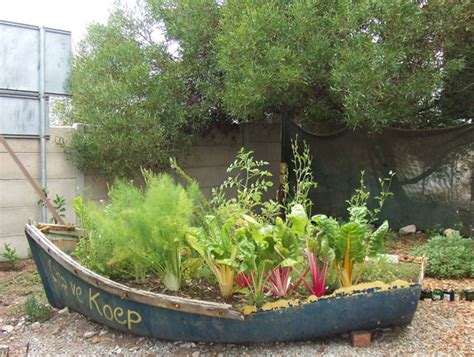 15 Unusual Vegetable Garden Ideas Wacky Garden Ideas