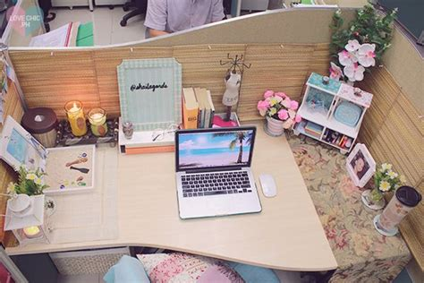 cubicle chic shai lagarde love chic style blogger cubicle decor beach