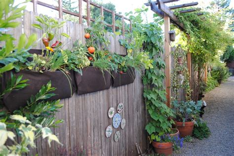 Hanging Vegetable Garden On Fence Garden Design Ideas Hanging Vegetable Gardens