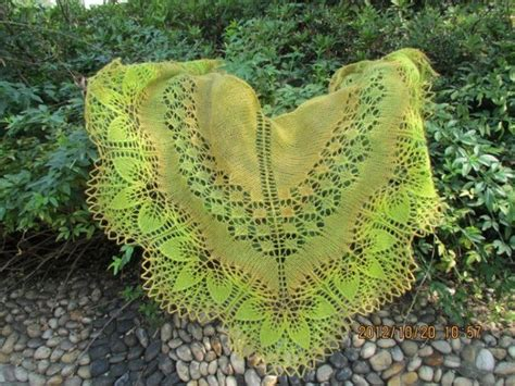 leaf edging knitting pattern lace shawl with large leaf edge pattern knitting kingdom