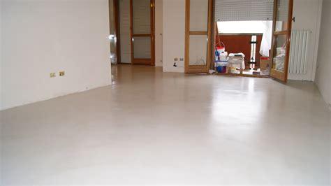 pavimento in resina prezzo pavimenti resina addio pavimenti con fughe pavimenti