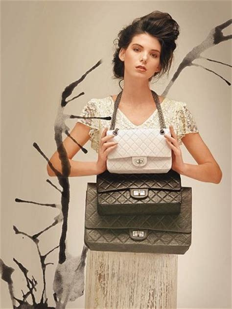 Mischa Bartons Chanel Classic 255 Handbag And Paul Frank Makeup The Best Stories From Shiny Media by Designer Handbag Bible 187 Chanel Jumbo 2 55 Reissue