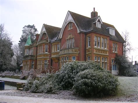 houses to buy in crawley file goff s park house crawley winter scene jpg wikivisually